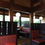 そば処 名古屋 - 落ち着きのある空間