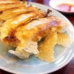 東峰飯店 - パリパリの羽根つき餃子。東京・蒲田の餃子みたい