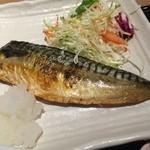 駅膳 - 程よい脂の鯖と味噌汁は、ほっとする味わいです。