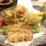 寿司・創作居酒屋 四六八ちゃ - ○揚物、海の幸と山の幸の天ぷらです!!・・・これ以上記憶ない(-_-;)