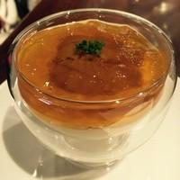 北海生ウニと季節野菜のピューレ コンソメゼリー寄せ