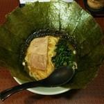 府中家 - ラーメン680円麺硬め。海苔増し100円。