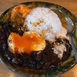 OHIO - ビーフカレー+玉子