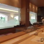 明治記念館 - 寿司カウンター席