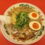 ラーメン魁力屋 - 醤油味玉ラーメン750円