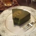 51401046 - ちょっと食べちゃいましたけど、濃い抹茶tofuケーキ。ドリンクとセットで1000円。