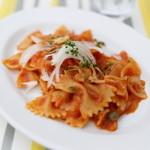 イカリヤ食堂 - ファルファッレ 桜えびと新玉ねぎのトマトソース