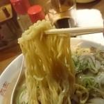51461924 - 西山製麺の中太縮れ麺