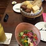 ベーカリーアンドテーブル - サラダとベーカリー