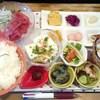 さかな食堂 - 料理写真:2品盛定食(まぐろ・イカ)850円