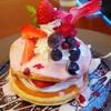 カフェ・ダガリ - 料理写真:フレッシュ苺の贅沢パンケーキ[\920](シーズンメニュー)
