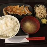 さっぽろ ぎょうざやさん - 焼き餃子定食810円