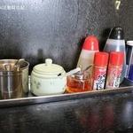 ドレファラシド - 卓上の調味料類、おろしニンニクや豆板醤など