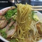 ドレファラシド - 麺は低加水中太縮れ麺