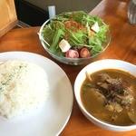 エイケイコーナー - 森のカレー680円+サラダ100円