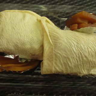 補陀洛本舗 - 料理写真:大根の醤油漬けも付いています。