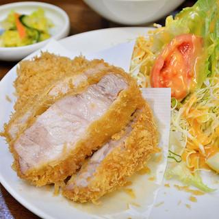 丸五 - 料理写真:特ロースかつ 1850円