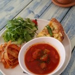 サンカフェ - 料理写真:ミネストローネは具がたっぷり入っていて食べ応えがありました。