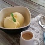 サンカフェ - 料理写真:甘いアイスに苦めのエスプレッソで絶妙でした