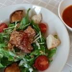 サンカフェ - 料理写真:チキンのオープンサラダサンド