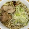 ラーメン二郎 - 料理写真:ラーメン 700円 麺半分・ヤサイもニンニク少なめ・漬けニンニクオン