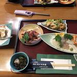 グルメ北木島 - 夕食開始時点のテーブル上