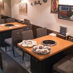 炭焼 金竜山 - 2016.5 4人用テーブル2卓(と小上がりの座敷にも2卓)
