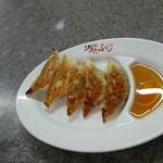 つたふじ - 餃子 5個 300円