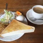 シルビア - ブレンドコーヒー380円とトーストセット