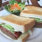 珈琲館 - 料理写真:丸ごとハンバーグサンドセット(サラダ・飲物付)