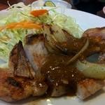 洋食 キムラヤ - 下拵えのしっかりした肉を焼きます。