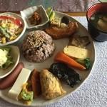 カフェワワワ - ランチプレートと味噌汁