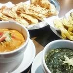 グリーンインドレストラン - プラウン・カレー、サーグ・チキンカレー、キーマ・ナン、ガーリック・ナン