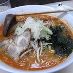 札幌ラーメン 熊吉 - 野菜たっぷりひき肉ごろごろ