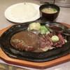 肉の万世 - 料理写真:ハンバーグM180gとカットステーキ70g2730円