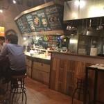 鉄板バルサンパチキッチン - 店内