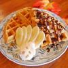 ギャニオン インク - 料理写真:人気のチョコバナナワッフル