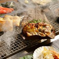 【囲炉裏】全席に囲炉裏で熱々料理を楽しめます