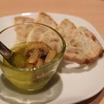 自然派ワインのお店 オーガリ - 料理写真:マッシュルームのオイル漬け