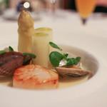 レストラン プランデルブ北鎌倉 - 前菜:帆立貝のポワレとフランス産ホワイトアスパラ☆