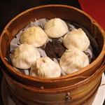 南翔饅頭店 - 特選六種小籠包のセット (豚肉、フォアグラ、トリュフ、鮑、ふかひれ、上海蟹みそ)