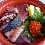 長井水産(株)(直売センター) - ちらし寿司、たしか500円ぐらい。