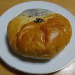 パン屋ドンチャバラ - レトロあんぱん 110円(税別)。