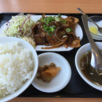 中国料理 東昇餃子楼 - 日替わり定食 豚肉の生姜焼き700円