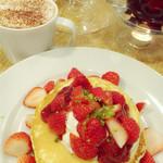 J.S. PANCAKE CAFE  - 16.5  イチゴの大盛りDAY。