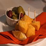 Steak&Trattoria Carnesio - ひよこ豆のフリット  パネーレとオリーブ