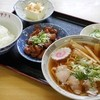 アタミ食堂 - 料理写真:小ラーメン+半ライスモツ定食セット¥920