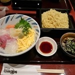 長万部酒場 - 海鮮丼とざるラーメン 980円