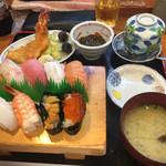 一心 - すし定食 1,404円