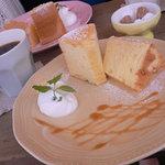 オキニコット - 料理写真:シフォンケーキ(コーヒー付き)700円